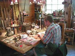Andreas Rogge in der Werkstatt